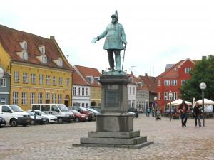 Køge_-_statue_af_Frederik_7._-_Torvet